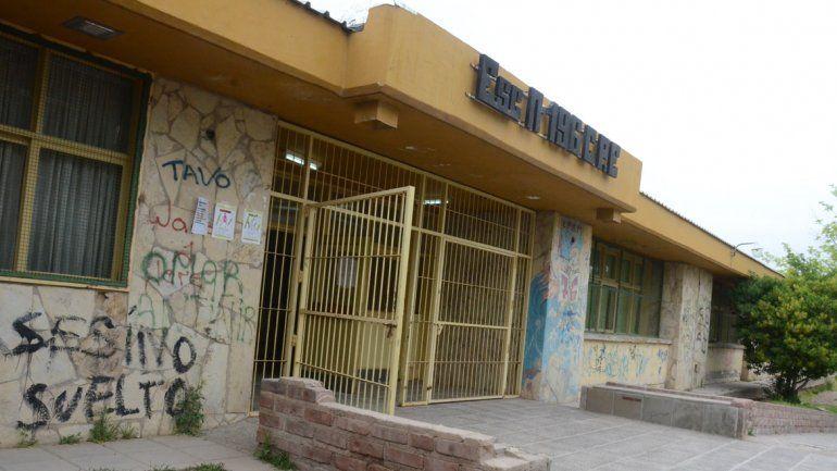 Dos semanas sin clases por problemas eléctricos en escuela 196 de Melipal
