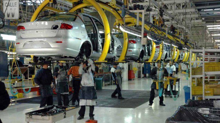 Según el Indec, la industria se desplomó 5,7% en agosto