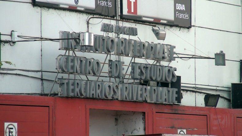 Los dos alumnos del video eran compañeros en el Instituto River Plate.