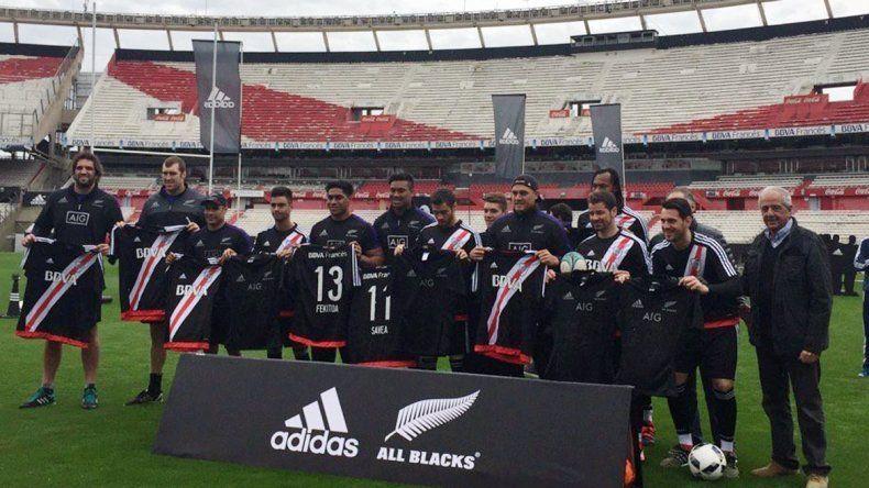 Los All Blacks entrenaron y recibieron un reconocimiento en el estadio de River