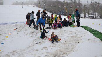 Los pequeños disfrutaron de las numerosas actividades en el cerro.