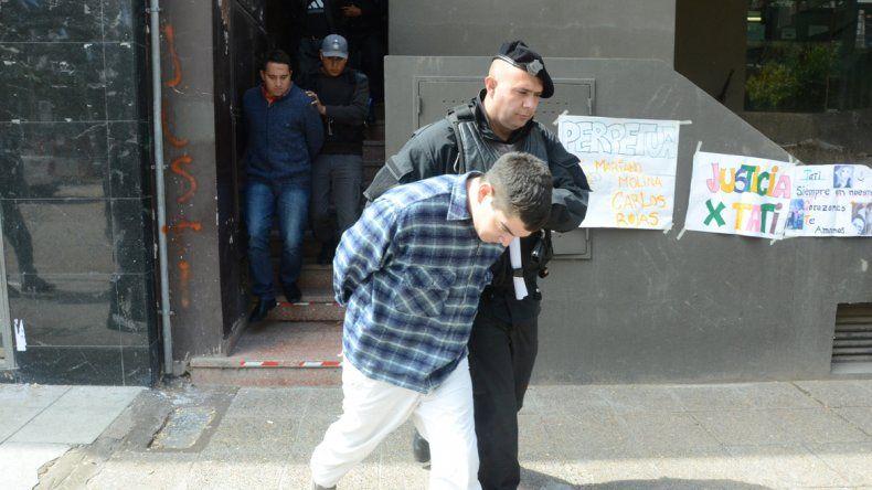 Retiran a dos de los condenados a prisión.
