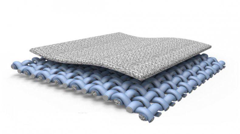 El tejido está hecho con fibras de poliéster y una capa de metal.