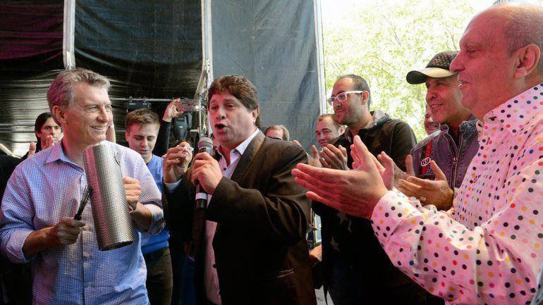 El Presidente estuvo en el Festival de la Cumbia y coreó la versión de Amores como el nuestro de Los Charros.