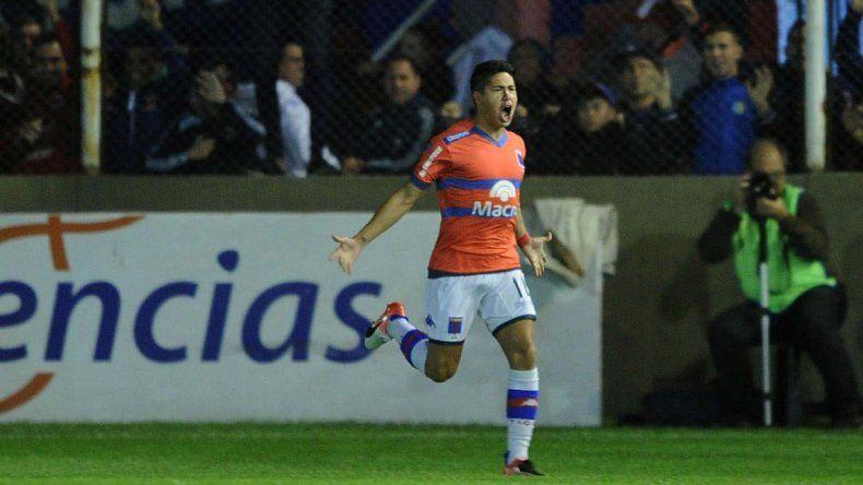 Pablo Pérez la pifió cuando iban 3. El gol de Tigre llegó después de una mala salida del volante. Cachete Morales no lo desperdició.