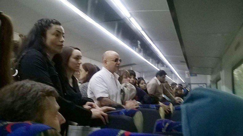 Trenes desbordados por los cortes reflotan la idea de extender el recorrido