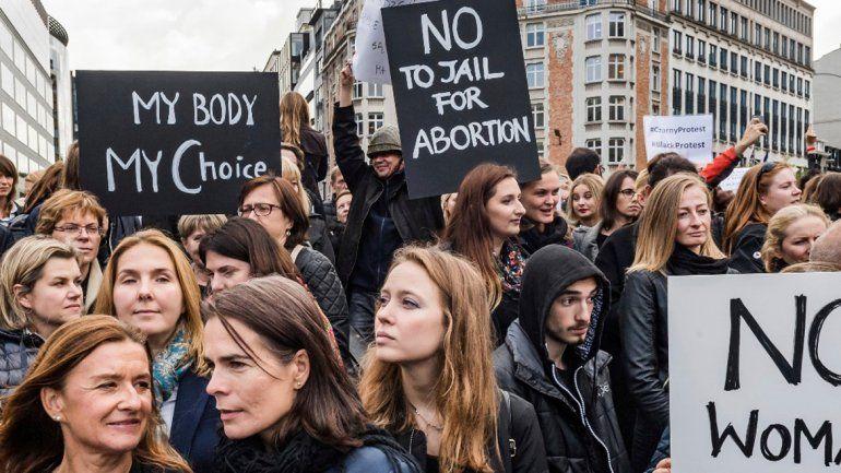 Ayer hubo una masiva protesta en varias ciudades de Polonia.