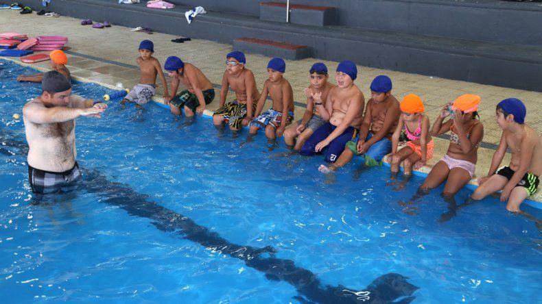 Menos natación en el CEF Nº 1 ante la falta de auxiliares