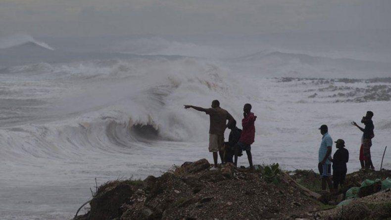 El huracán Matthew ya dejó siete muertos y avanza hacia Cuba