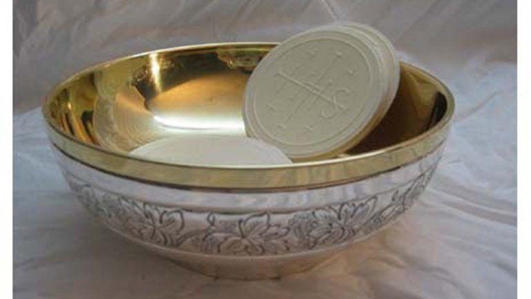 El copón con las hostias sagradas: tienen un alto valor simbólico.