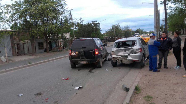 Tres heridos en un choque de dos autos que circulaban en la misma dirección
