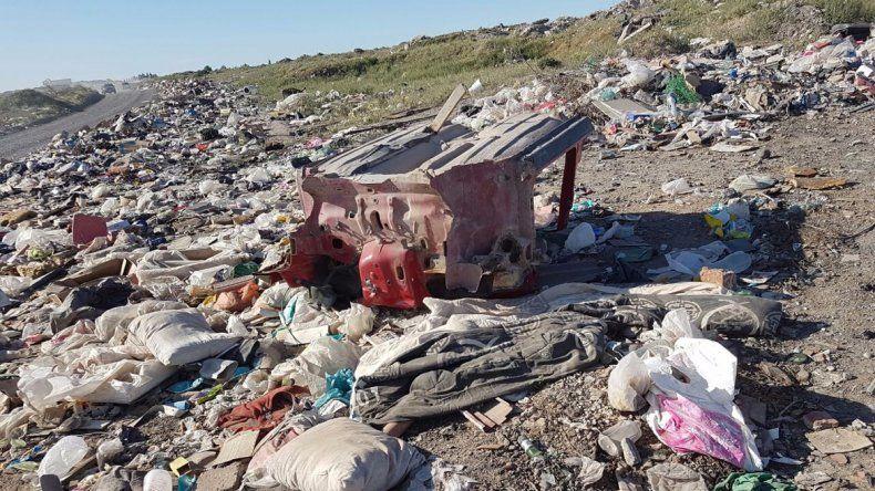 Los restos no comercializables de autos robados aparecieron en un basural en la zona de la meseta.