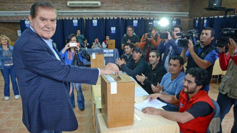 Guillermo Pereyra a la hora de emitir su voto. Dirigirá al sindicato por cuatro años más.