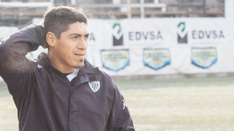 Prieto marcó uno de penal en la primera fecha. Villa ya le hizo dos al Albinegro