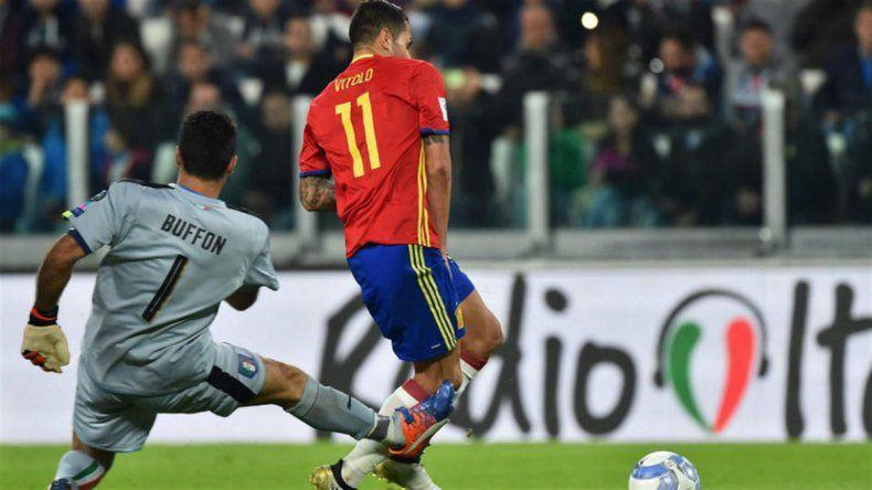 El arquero italiano le erró a la pelota y Vitolo puso el 1-0 parcial.