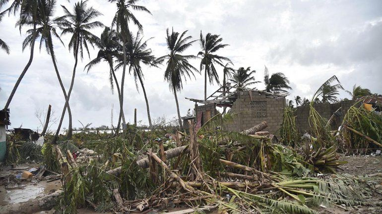 Huracán Matthew pierde fuerza tras causar casi 300 muertos en Haití