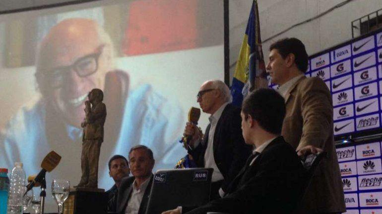 Bianchi se emocionó con la estatua que Boca inauguró en la Bombonera