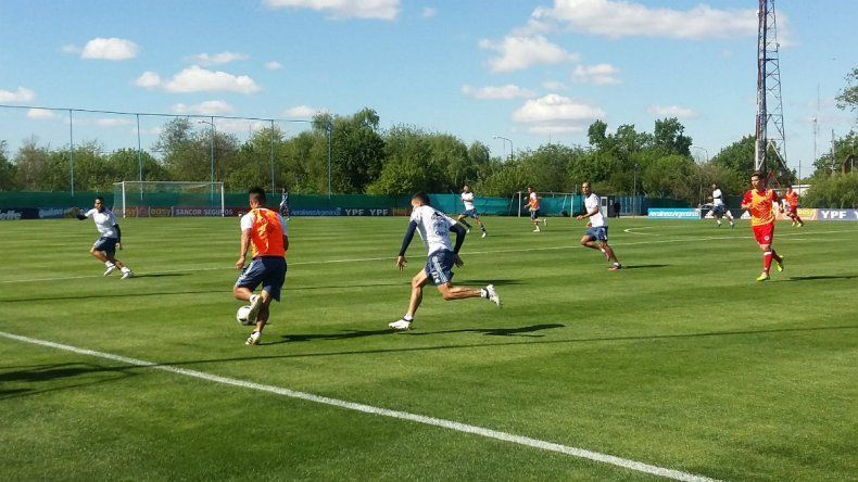 Bauza probó la triple M en la defensa argentina