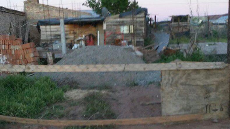 Así luce el terreno de María Mardones donde actualmente vive otra gente.