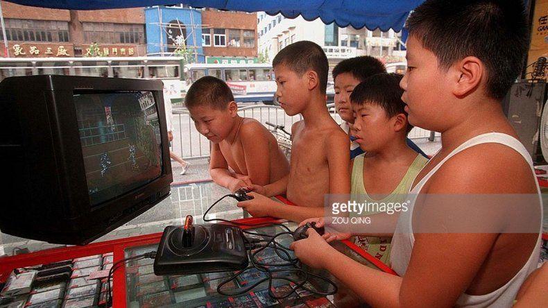 Las autoridades chinas estudian prohibirles a los menores de edad jugar a videojuegos entre la medianoche y las 8 de la mañana