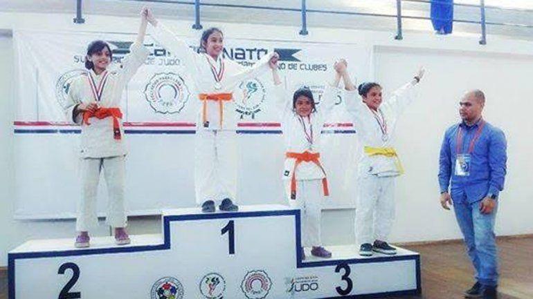 Brenda Lino ganó una plata en infantiles A y otra por equipos.