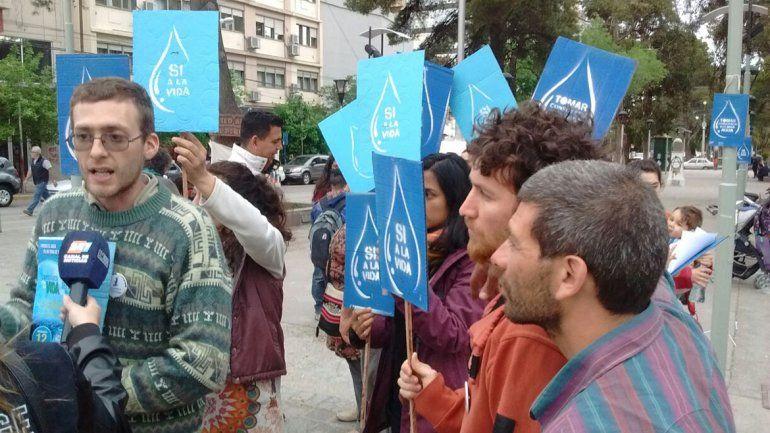 Juntaron firmas en contra de la minería y a favor del agua