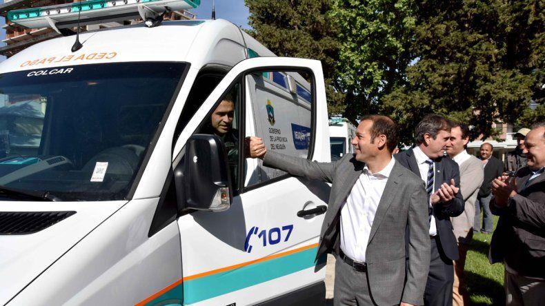 Se suman nueve ambulancias para hospitales del interior