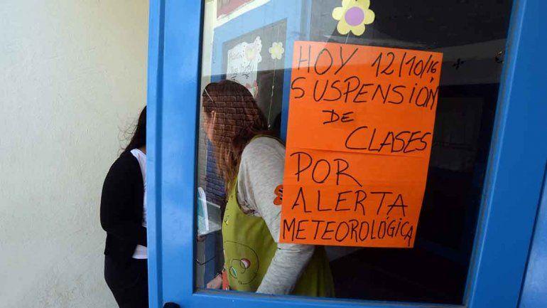 Clases suspendidas en Neuquén capital por el alerta de fuertes vientos para la tarde