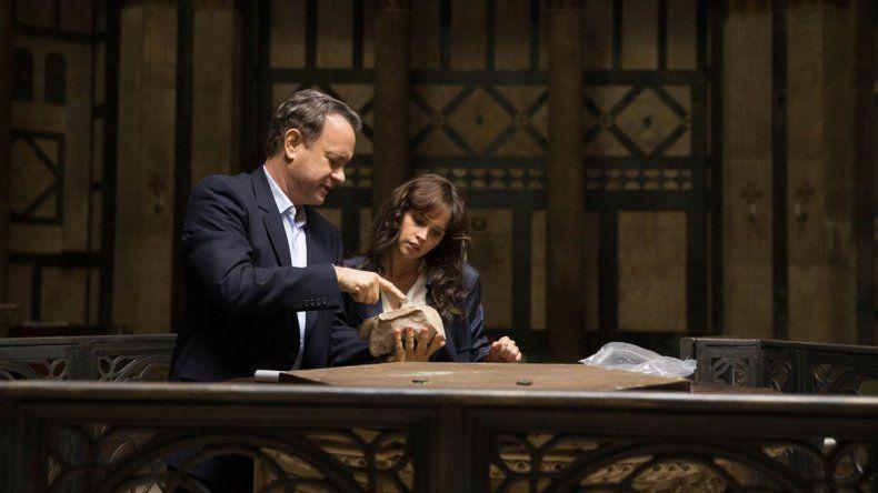 Tanto el libro como el film comienzan con la aparición de Langdon en un hospital italiano