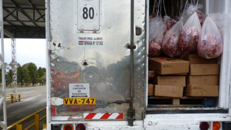 Atraparon a un camionero que traía escondidos 3.500 kilos de carne con hueso