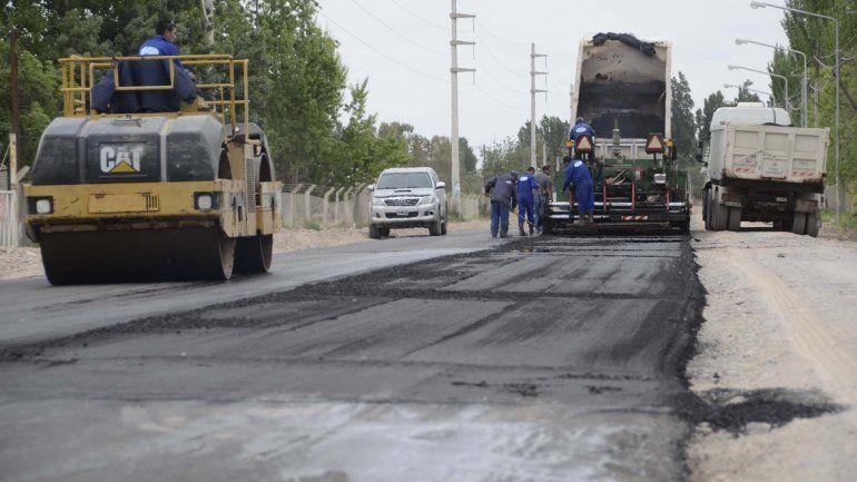 Avanzan obras de pavimentación en el Oeste neuquino