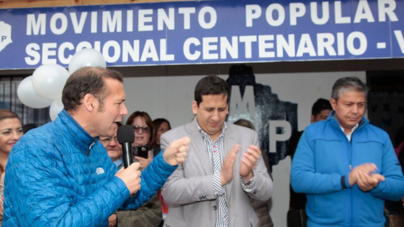 Junto al vice Rolando Figueroa