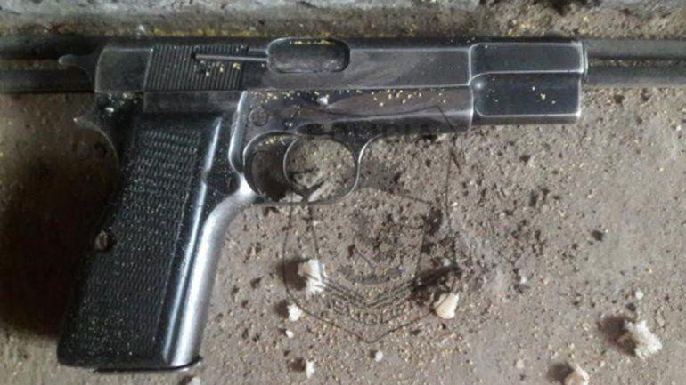 El arma incautada era calibre 9 milímetros.