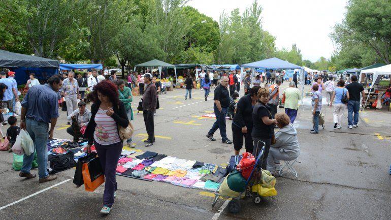 Feriantes piden más iluminación en el Parque Central