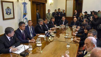 Neuquén firmó un acuerdo con YPF por 452 millones dólares