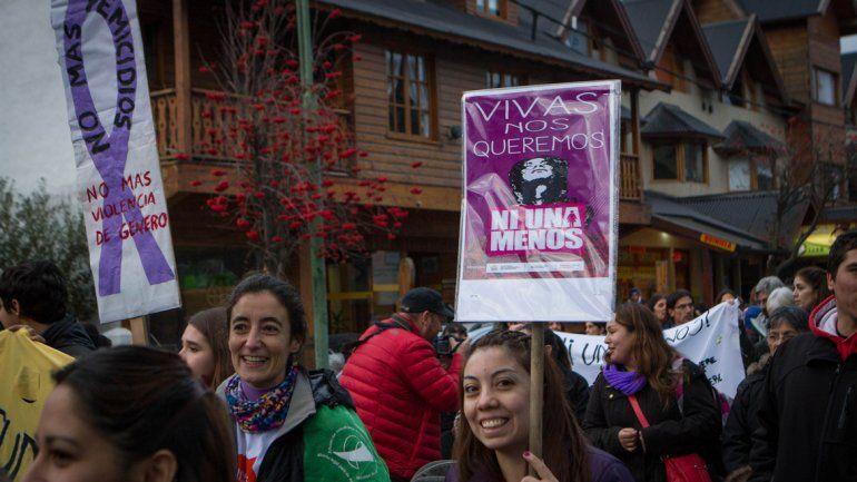{altText(Desde el #NiUnaMenos las mujeres luchan contra los femicidios.,Neuquén hará el histórico paro por los femicidios)}