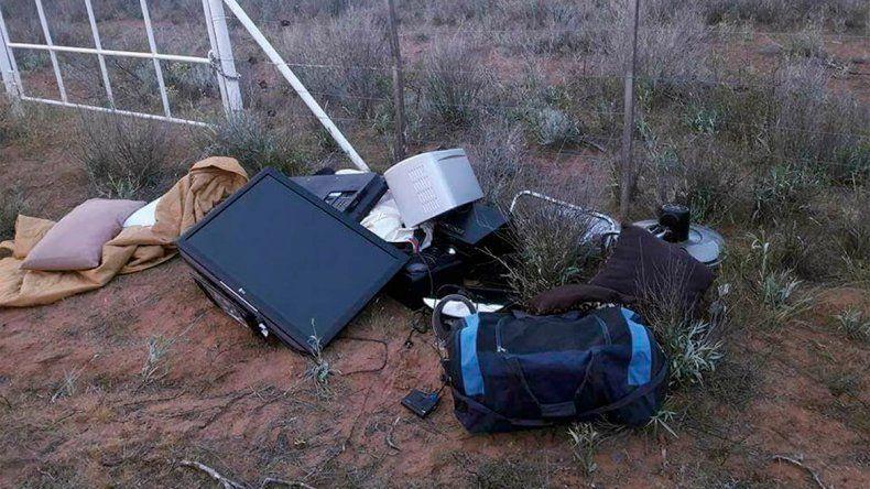 Sospechan que los objetos abandonados podrían provenir de un robo.