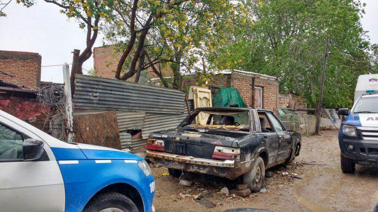 Allanaron una casa de Los Chavos y se los llevaron detenidos porque les encontraron droga