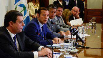 El gobernador Omar Gutiérrez presentó los números del año que viene en obra pública, salud y educación.