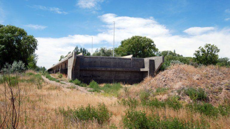 El tercer puente se previó cuando se concesionó el peaje en la Ruta 22 entre Neuquén y Cipolletti. Sus idas y vueltas reflejaron la improvisación que reinó todo este tiempo.