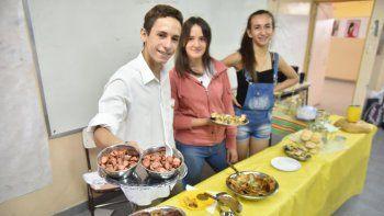 En el CPEM 12 los chicos apostaron al negocio gastronómico.