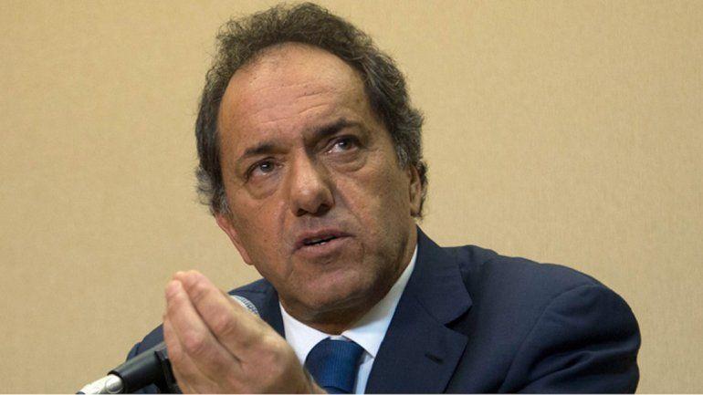 Un fiscal pidió que se le prohíba a Scioli la salida del país