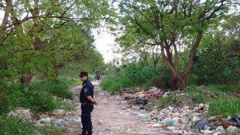 Un hombre encontró una mano en un parque de Paraná y la Policía halló el resto. Los cortes fueron precisos.