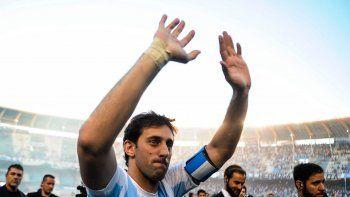 Diego Milito tuvo un merecido reconocimiento en el Cilindro.