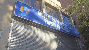 La sede de la mutual policial se ubica en calle Buenos Aires, en pleno centro de la capital neuquina.