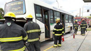 susto por un incendio en un colectivo con pasajeros