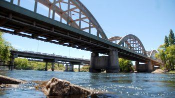 Un hecho curioso ocurrió ayer en el río Neuquén, en la Caminera.