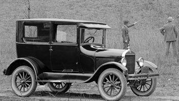 El Ford T, una maravilla de la ingeniería que asombraba al mundo a principios del siglo XX.