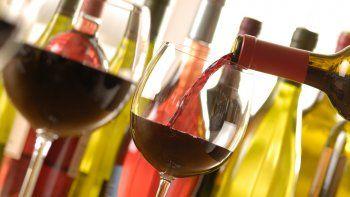 No es muy habitual que los consumidores se la jueguen por vinos poco conocidos.