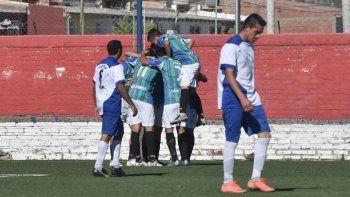 Maronese mostró que anda por buen camino y goleó 3 a 0 a Rivadavia en la vuelta de los octavos de final de la Copa Neuquén.